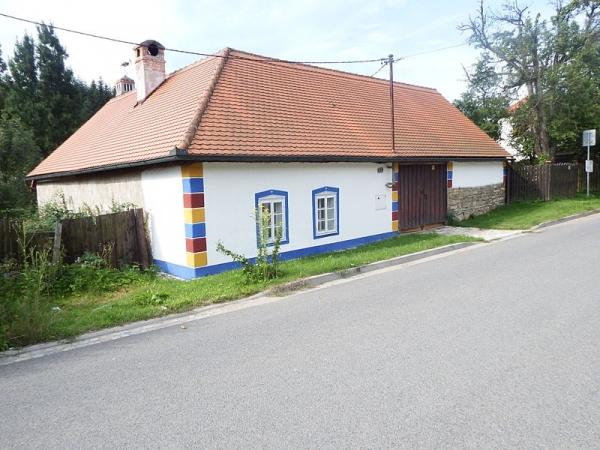 Památkově chráněný dům č.p. 231 v osadě Vápenky (autor: palickap)